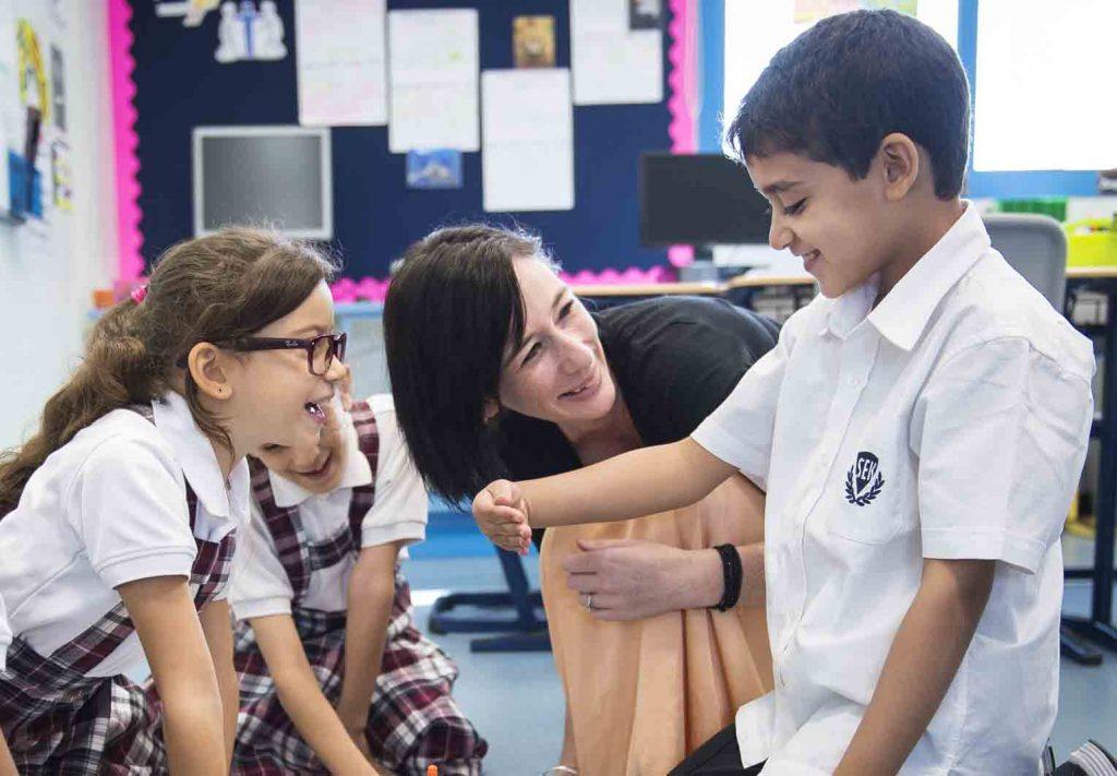 Estudiantes colegio privado SEK y excelencia educativa