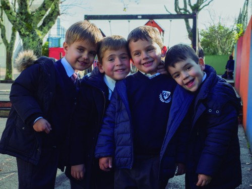 Estudiantes del colegio privado internacional SEK