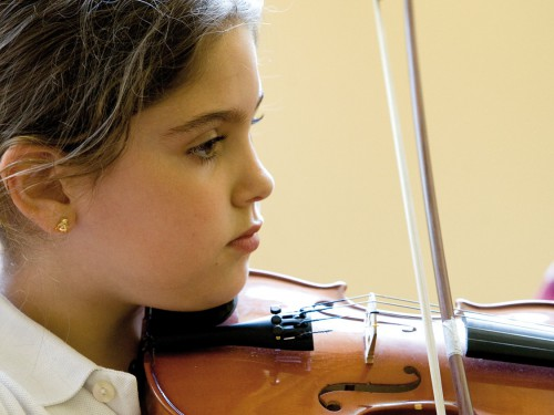 Estudiante en actividad complementaria musical